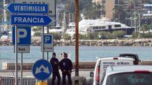 des-policiers-francais-postes-a-la-frontiere-entre-la-france-et-l-italie-a-menton-le-13-novembre-2015_5462954